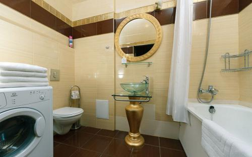 krehstyk21_vip-apartment.com_bathroom.jpg